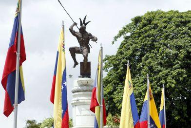 Estatua de Guaicaipuro en Caracas reconoce ejemplo heroico de nuestras raíces indígenas