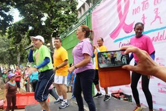 Gran caminata Tócate para que no te toque movilizó Caracas para impulsar prevención del cáncer de mama