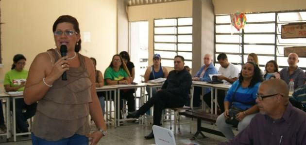 Comunidad educativa de Caracas discutió en asambleas estrategias para combatir el Zika