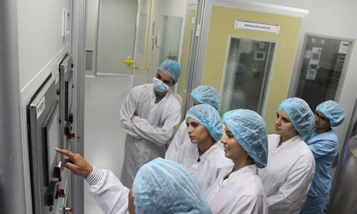Estudiantes de Medicina visitaron planta de vacunas Espromed Bio