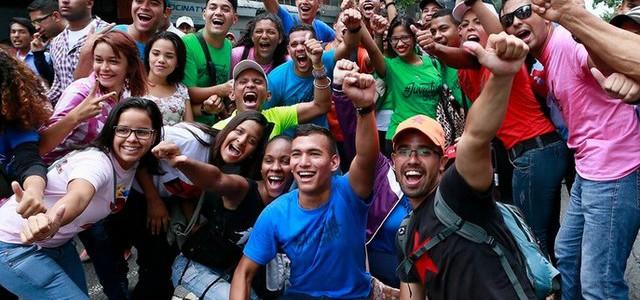 Jóvenes toman Caracas para rechazar injerencia internacional
