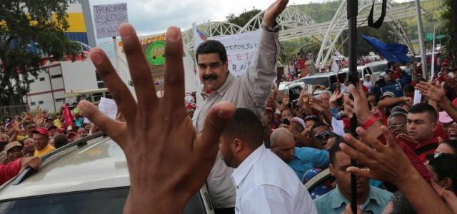 Presidente Maduro llamó a estudiantes en su día a defender conquistas educativas