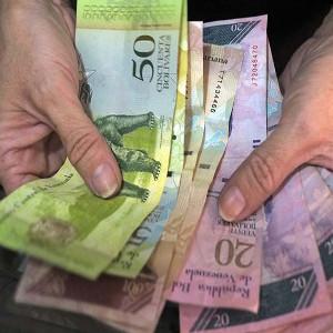 Maduro incrementa en 50% el salario mínimo de los trabajadores