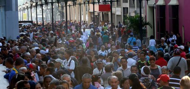 Masiva participación de caraqueños en primera jornada de entrega del Carnet de la Patria