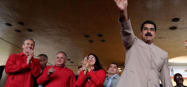 Maduro: Le entrego el poder al pueblo para que decida el destino de la patria