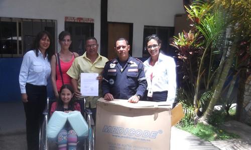 Niña con traumatismo de columna recibió silla de ruedas de Espromed Bio