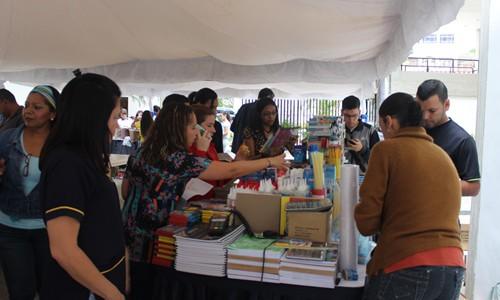 Feria Escolar ayuda a rendir el presupuesto del personal Espromed
