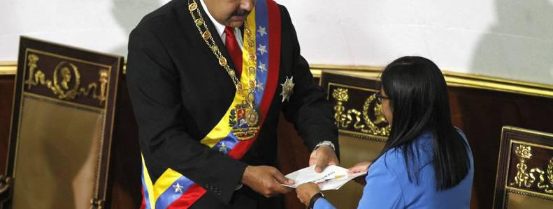 Diálogo, pacificación y acuerdo económico: Las bases del nuevo gobierno de Maduro