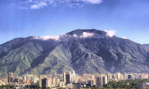 Maduro rinde tributo a Caracas, cuna de Indios aguerridos y del Libertador