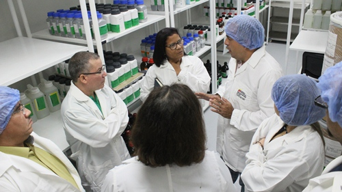 Misión cubana visitó planta de Biológicos Espromed BIO