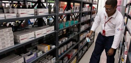 Arriban 13 toneladas de medicinas y material quirúrgico al estado Amazonas