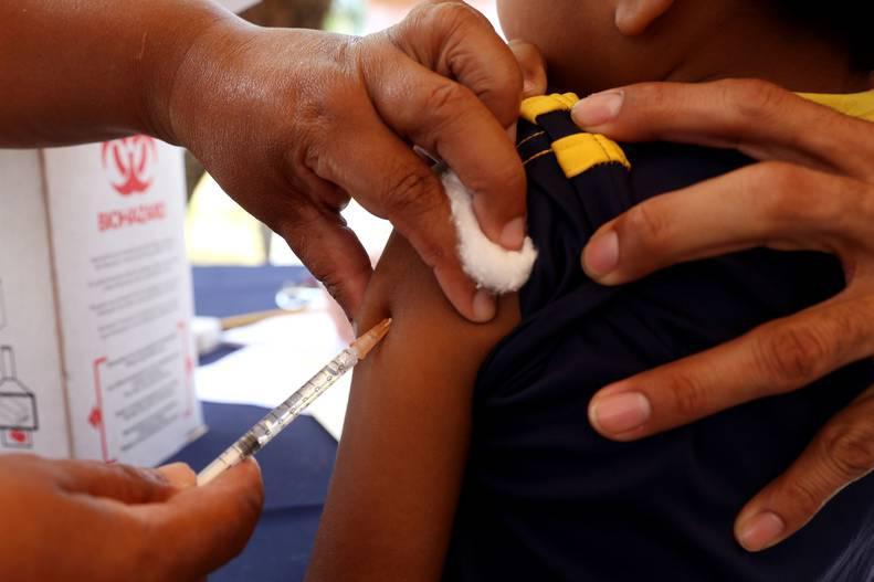 Realizarán jornada de vacunación en aulas de clase de todo el país