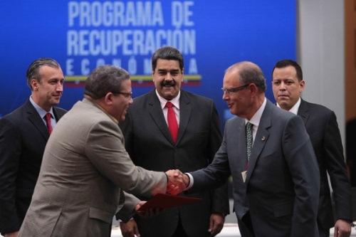 Jefe de Estado llamó a los empresarios a trabajar por el bien económico del país