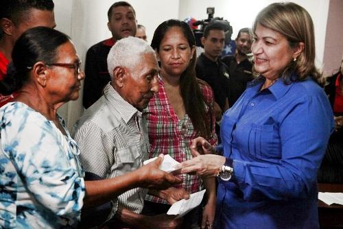 Entregan en Monagas 250 ayudas para casos de salud