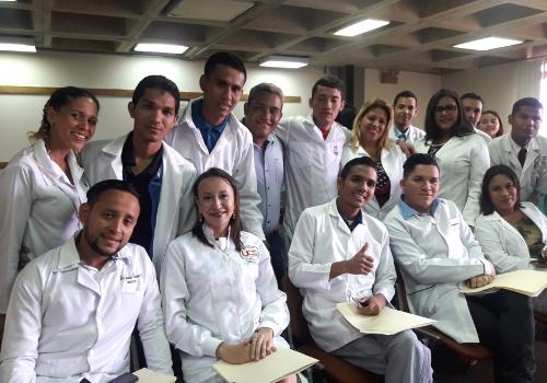 Mppuct fortalecerá formación de 50 mil médicos para la Patria