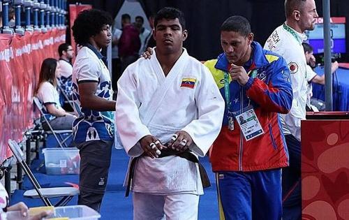 Carlos Páez gana oro olímpico juvenil para Venezuela con equipo internacional de judo