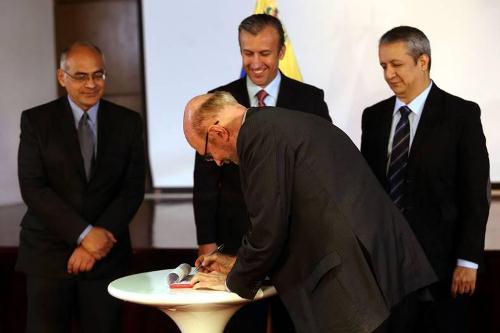 Ejecutivo firmó acuerdo para precios acordados de las medicinas